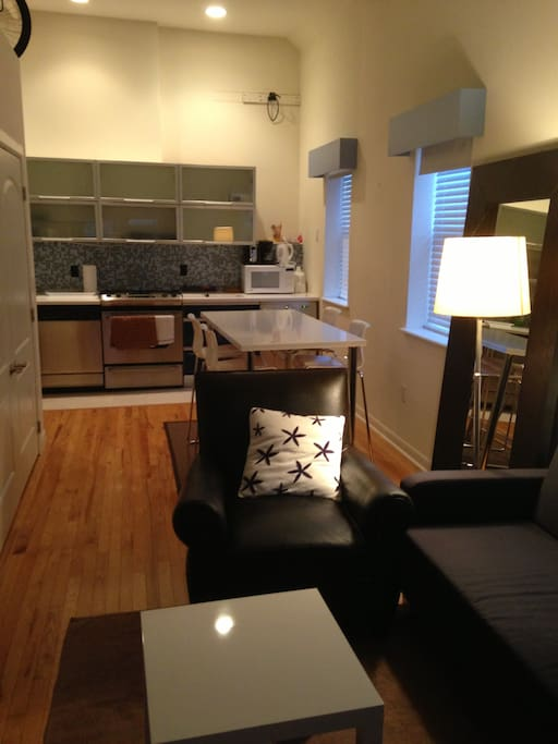 Studio 470 sq.ft 1 block Lincoln Rd