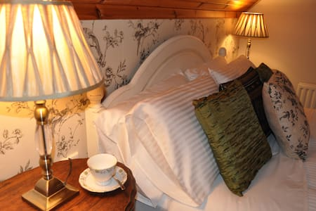 Ravensdale Guest House - Bed & Breakfast