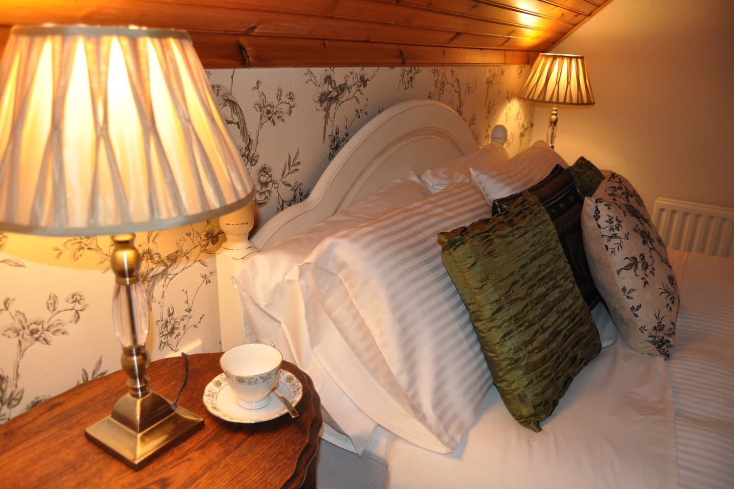The Táin Room, a beautiful  King size double bedroom with private en-suite bathroom.