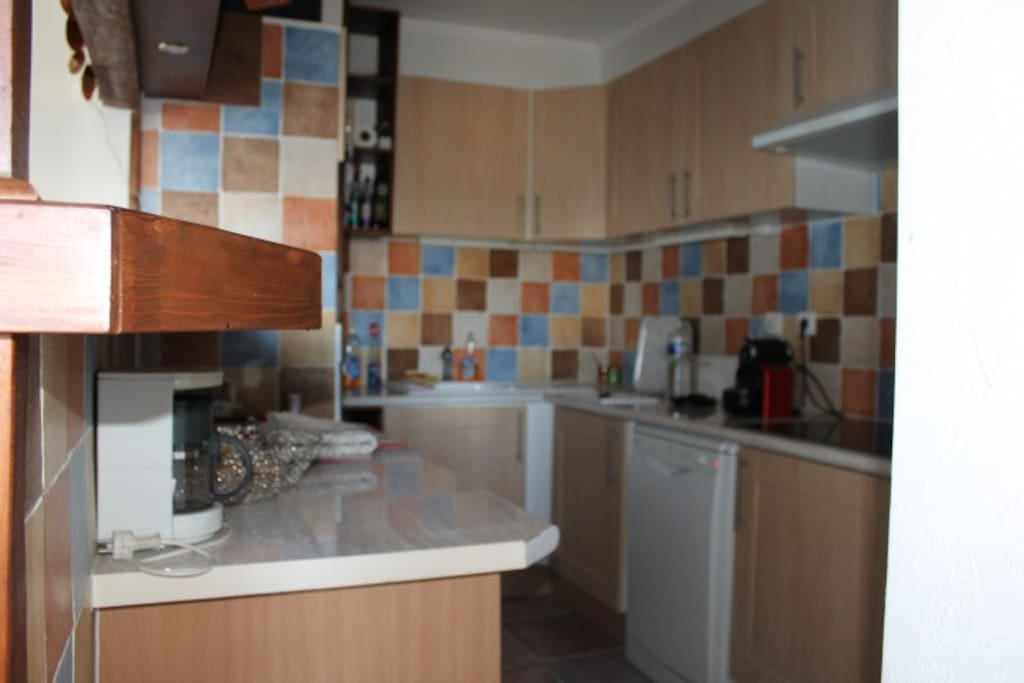 Kitchen with oven, fridge, dishwasher, coffee maker, microwave, cooking utensils...