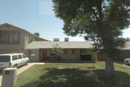 Your own 2BD space in a large home! - Phoenix - Bed & Breakfast