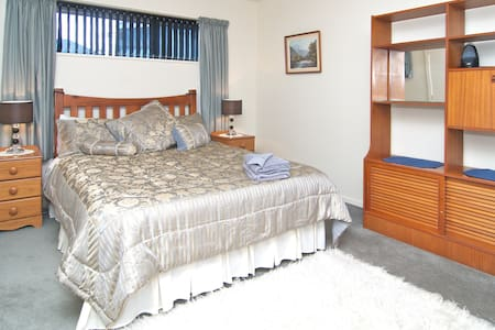 Self contained & fully equipped - Christchurch - Hus