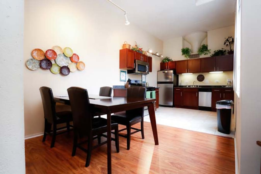 2 bedroom/2 bath loft in Lincoln Pk