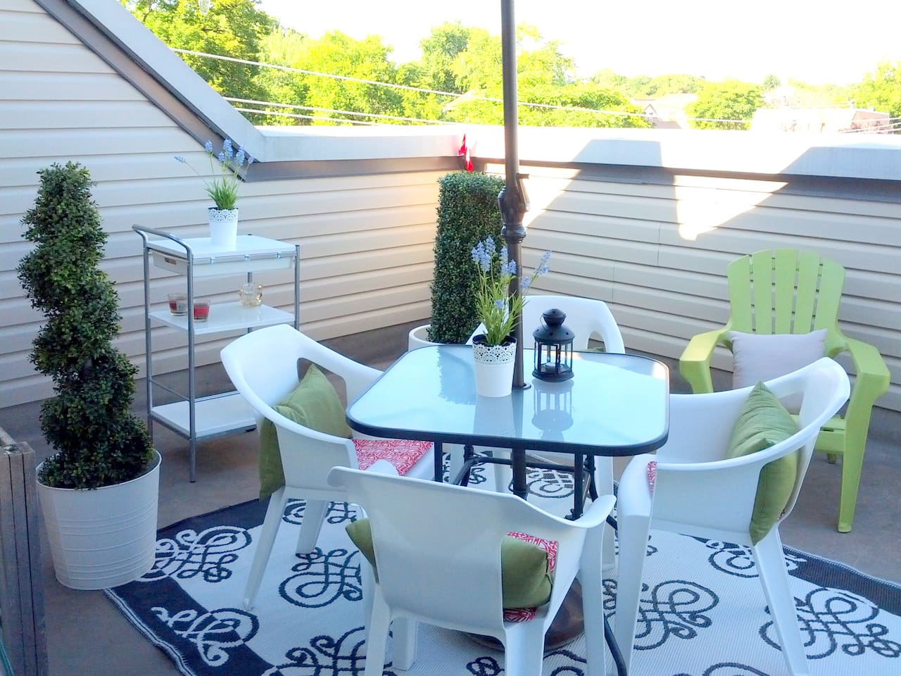 Your own PRIVATE Rooftop Patio