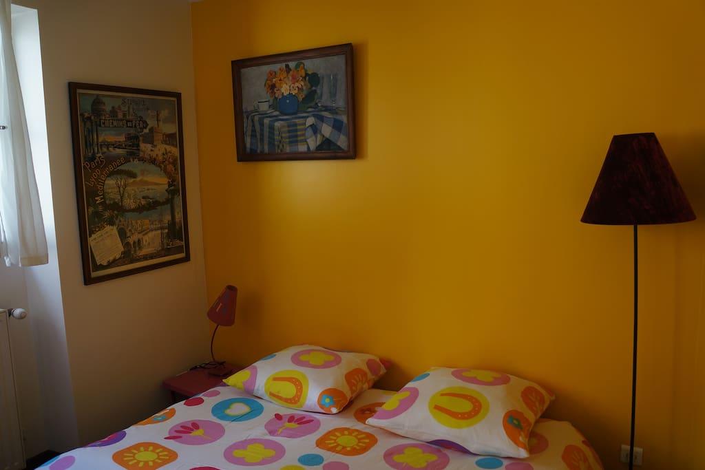 Sofa bed converted - Canapé transformé en couchage