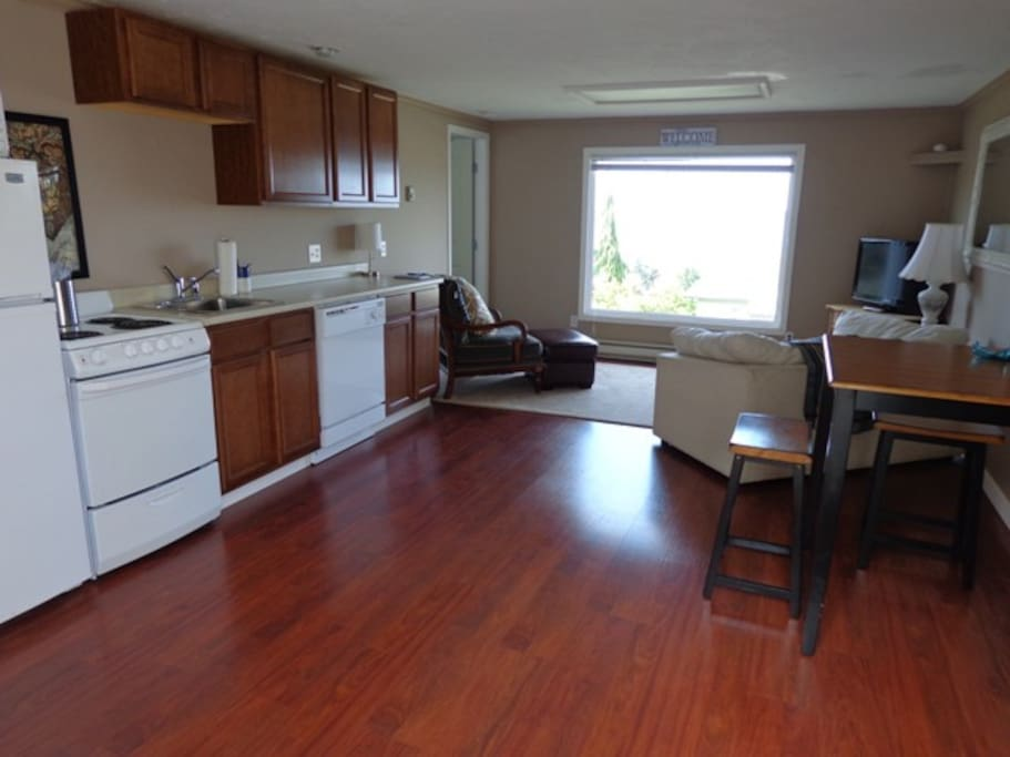 Main Living - Full kitchen; Fridge w/freezer, Microwave, Dishwasher.... Satellite TV & wifi