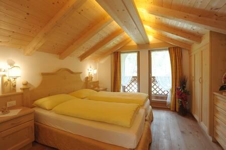 Romantic Chalet on Dolomites - Mareson-pecol