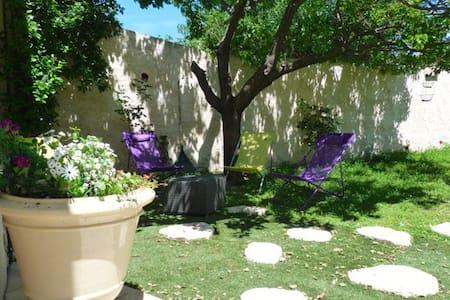 Jolie maison pour 4 p. avec terrasses et jardin - Le Pouget - House
