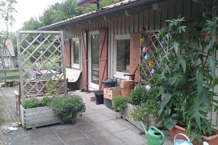 Häuschen im Grünen - Rumah
