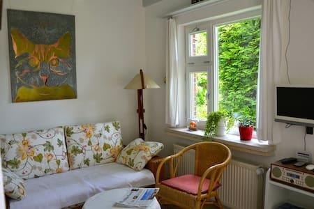 Kleine, gemütliche Wohnung, abseits gelegen - Berumbur - Apartamento