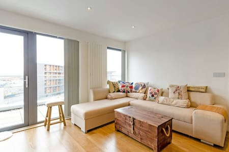 Cosy Penthouse Double Room Excel O2 Canary Wharf - London - Apartment