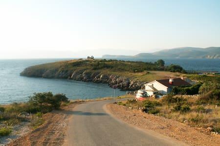 Stone house overloocking the sea - VRBNIK - House