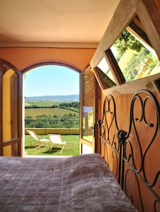 Tuscan farmhouse room - House