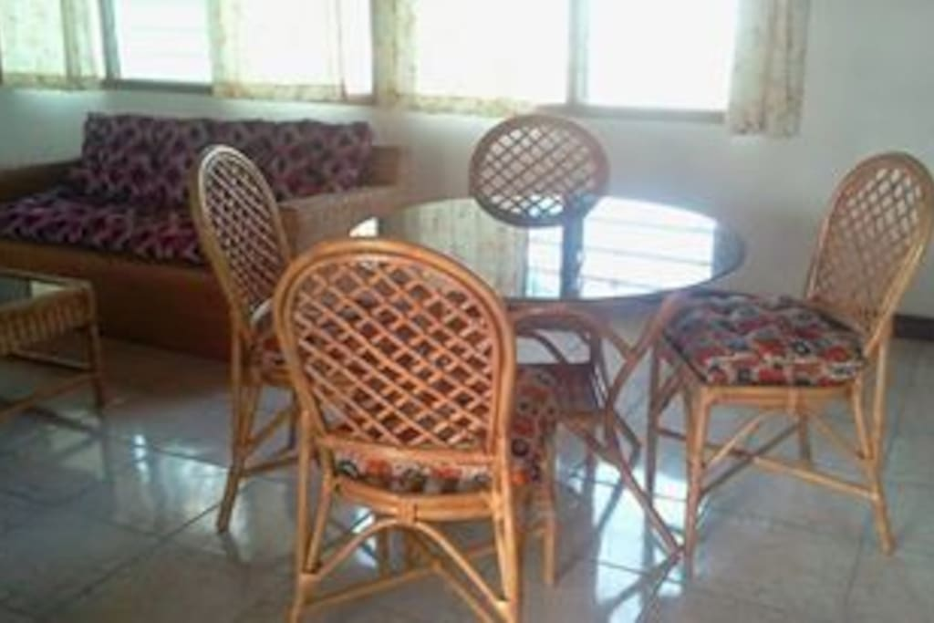Extra cane dining set for In/outdoors.