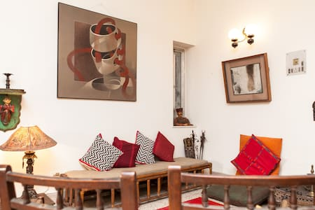 Warm, cozy & great  location - Kolkata - Apartmen