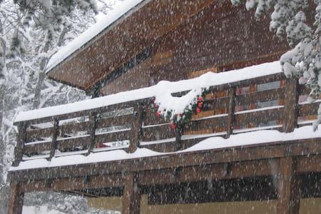 Location saisonnière Chalet - altitude 1000 m - Chalet