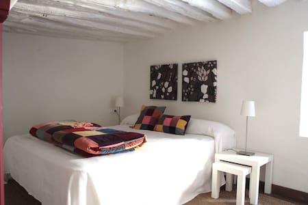 modern apartment in historical vill - Pasarón