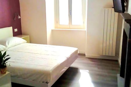 Iseo Lake - Camera Purple - Castro - Bed & Breakfast