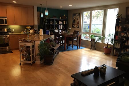 Private bedroom in Convenient & Modern Townhouse - Oakland - Reihenhaus