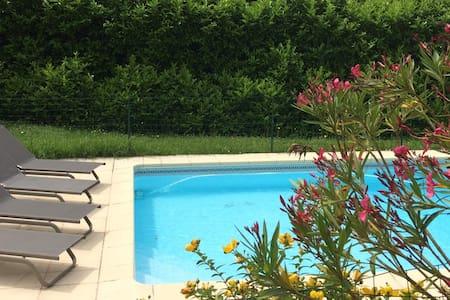 Maison avec piscine dans la campagne toulousaine - Ev