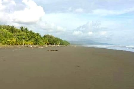 Beachfront Villa#3- with AC, free Wi-Fi and Cable - Villa