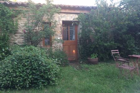 Chambre dans ancienne bergerie restaurée - Montoison - Appartement