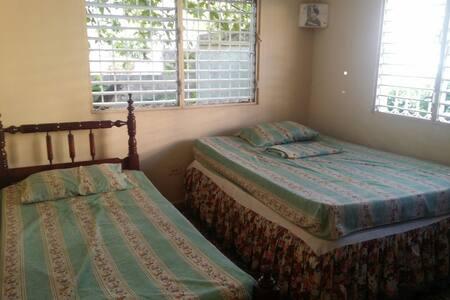 Private room in Barahona centre. - House