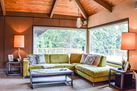 Mid Century Ranch in Forest Oasis! - House