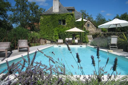 Beautiful 18th century farmhouse with pool - Vailhourles - Hus