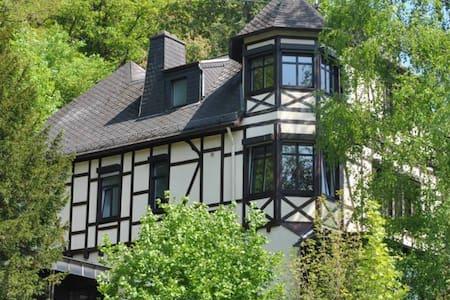 Luxuriöses Haus mit Whirlpools & Garten  19 Pers. - Adenau