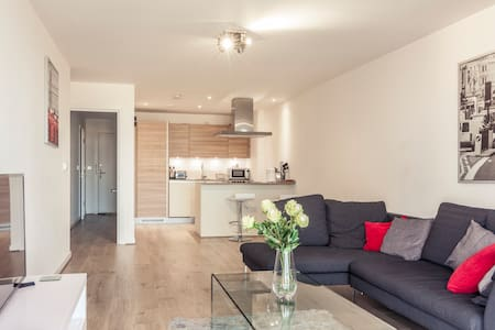 Luxury apartment - beautiful views. Near Station - Londra - Appartamento