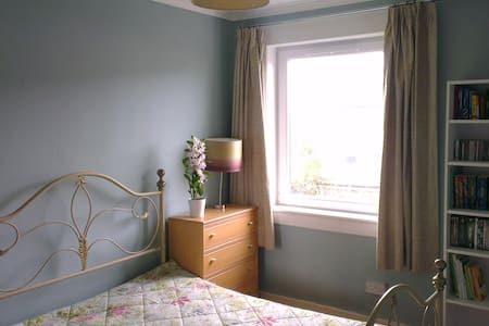 bedroom with a double bed - Troon - Bed & Breakfast