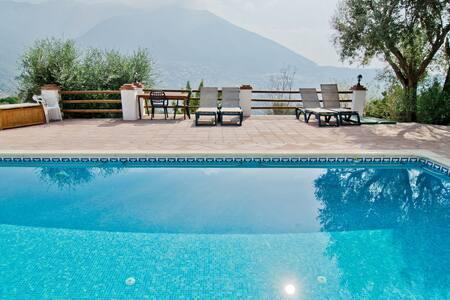 Hotel con piscina climatizada - Alcaucín - Bed & Breakfast