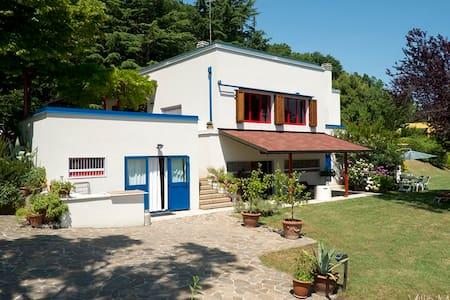 Villa Moni home holidays - Cerreto - Huvila