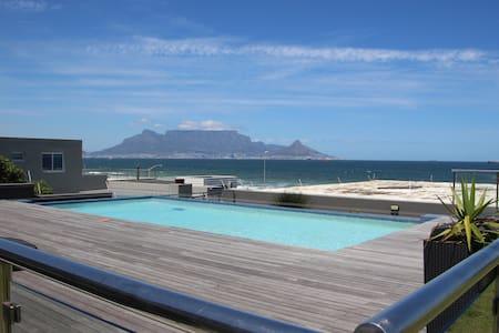 Beachfront Comfort & Ocean views, Cape Town - Kaapstad - Appartement