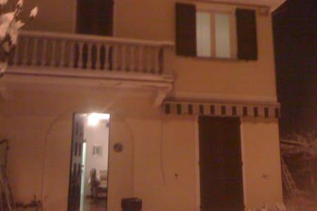 stanza singola o doppia in villetta - Albuzzano
