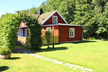 Cottage in beautiful natural scenery in Hjo! - Pensione