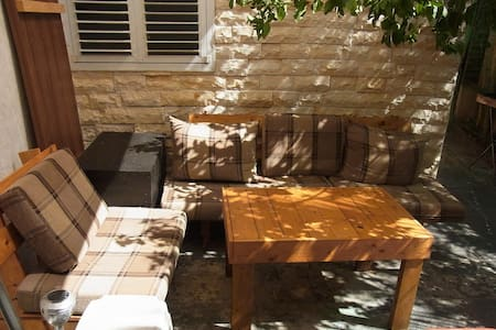 One room house with garden view - Bat Yam - Pis