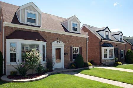 Charming home near O'Hare & CTA - Chicago - Casa