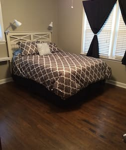 Spacious Park Circle Room with Ensuite Bathroom - North Charleston - House
