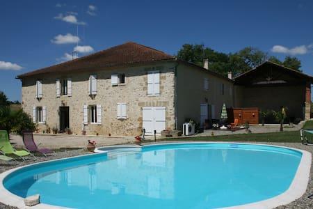 Gîte moderne de 100m² avec piscine - Apartamento