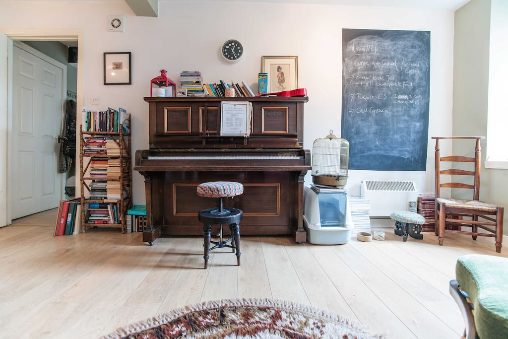The gorgeous piano and my 'thinking' chalkboard.