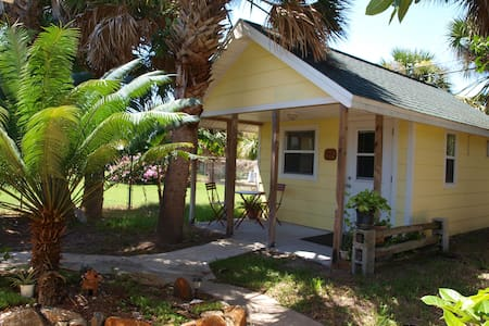 Relax at Cottage & walk to beach! - Indialantic