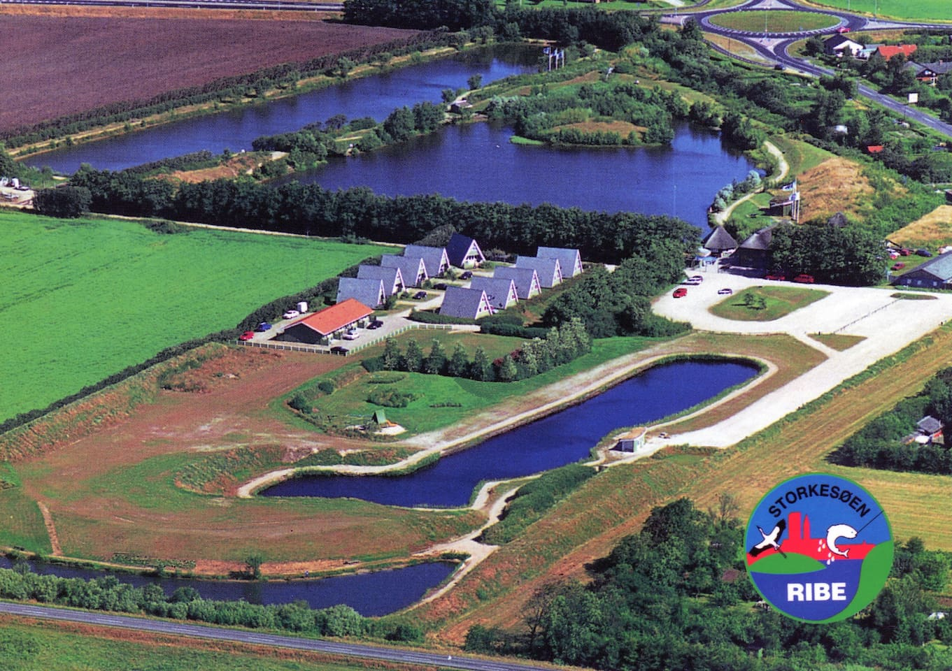 Storkesøen er smuk anlagt i et 10 ha kuperet område med et samlet søareal på 40.000 m2.