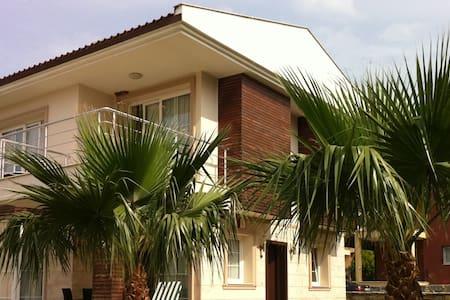 Modern Villa w Pool: Quiet & Comfy - Vila