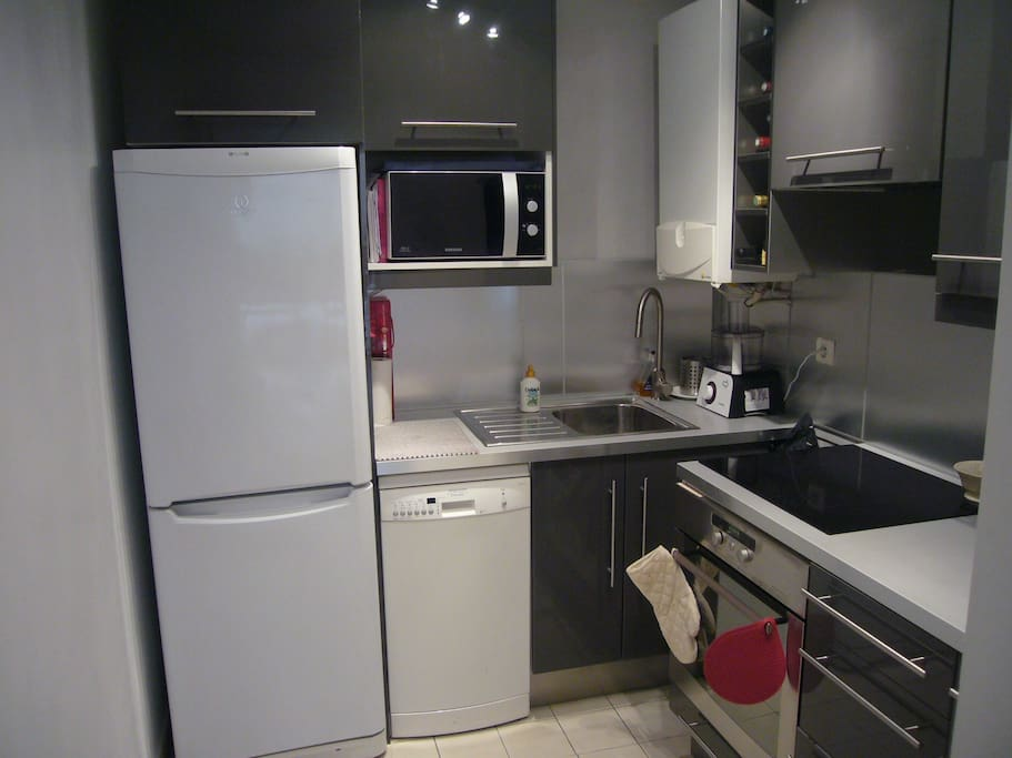 The newly refurbished kitchen with oven, washing machine, microwave, blender, etc.