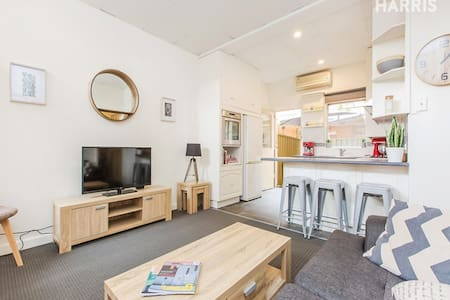 Sweet city-based retreat - affordable. - Adelaide - Apartment