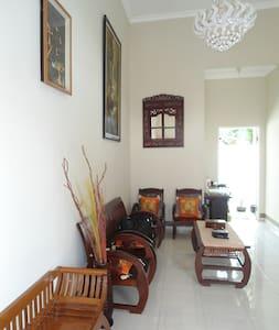 king safira residence  agung house - Haus
