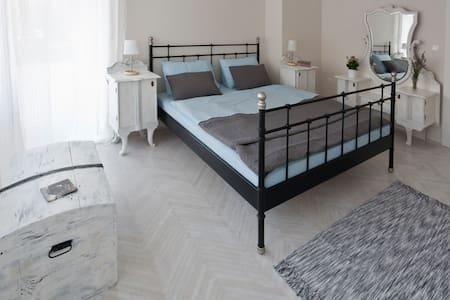 """Modern B&B in Šibenik, Room """"White"""" - Šibenik - Bed & Breakfast"""
