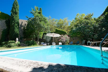 Pool and garden traditional house - Aigues-Vives